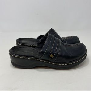 Clarks Women's Black Leather Slip On Shoes Size 7M
